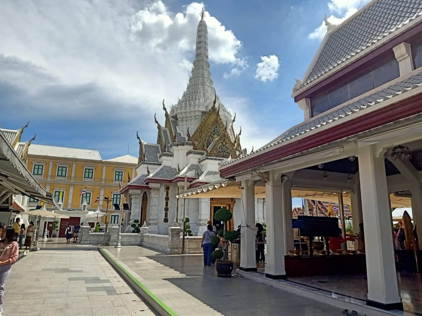 Bangkok's city pillar shrine
